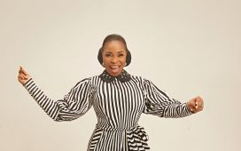 Tope Alabi - I Am Very Happy